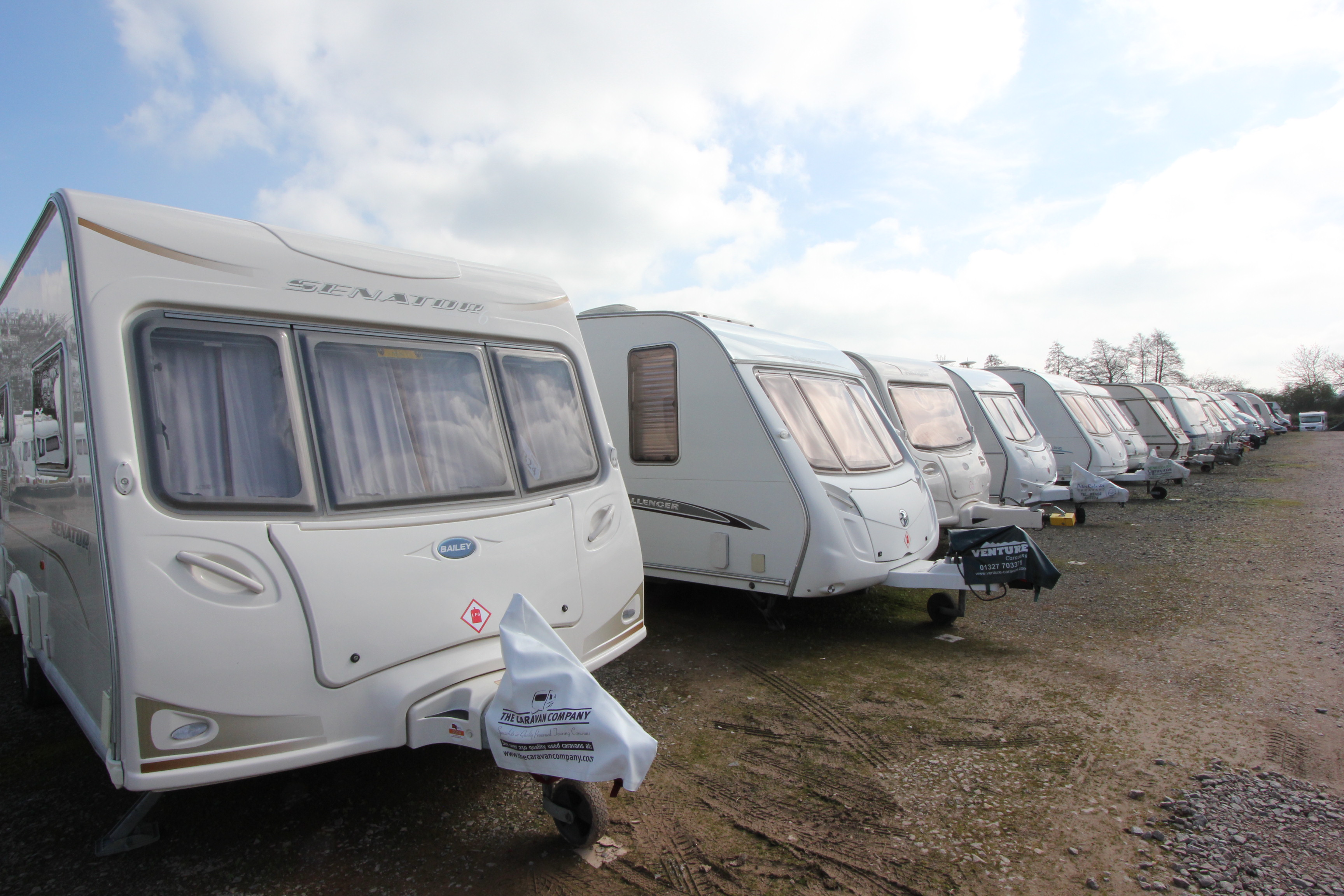 caravan-storage-at-whilton-marina (1)